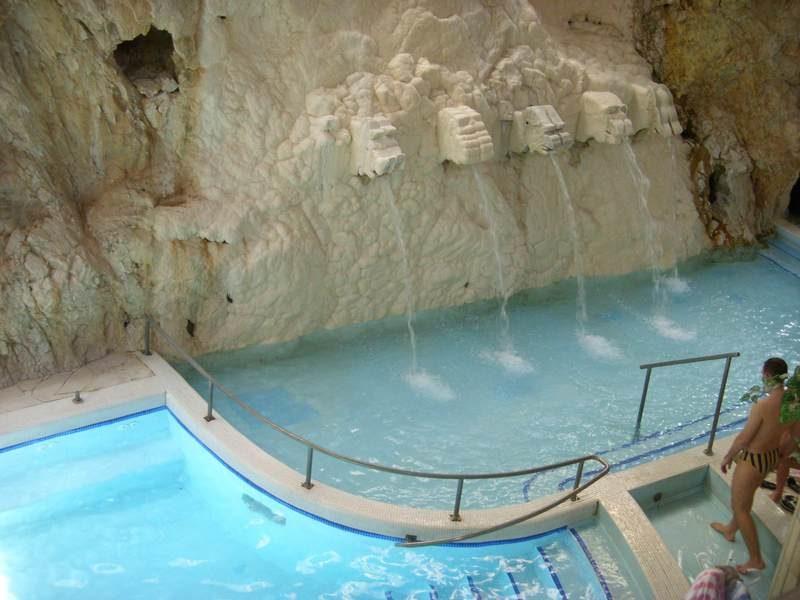Пещеры Мишкольц Тапольце
